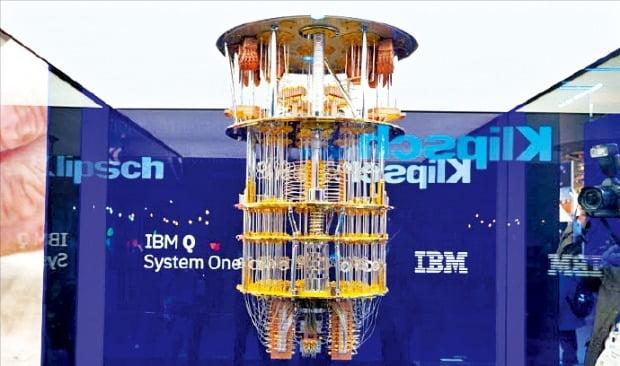 IBM이 지난 1월 처음 공개한 상용 20큐비트 양자컴퓨터 'IBM Q 시스템 원'.  /IBM 제공