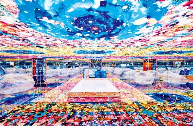미디어아트 전문 미술관 뮤지엄다의 개관전 '완전한 세상'에 전시된 '숲 속에서 잠들다'.