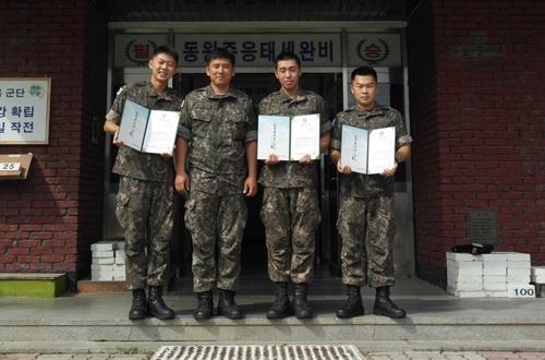교통사고 현장서 환자 구조한 육군 8군단 장병들