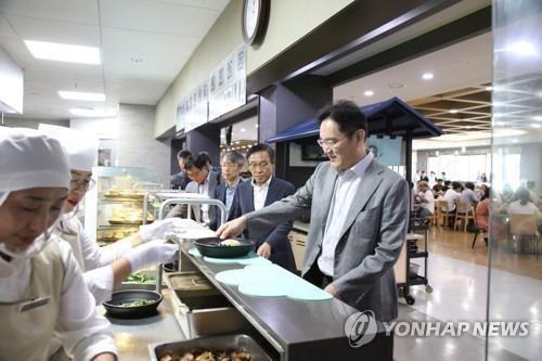 '현장경영' 이재용, 온양·천안 사업장서 '위기대응' 회의
