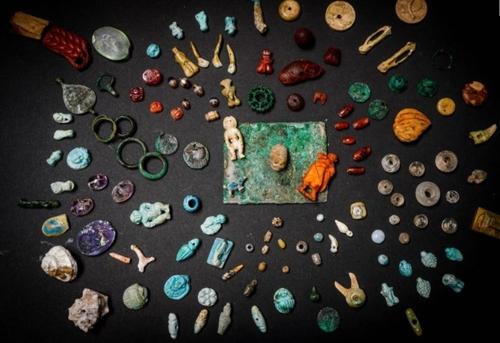 '귀걸이에 거울까지'…폼페이서 2천년된 여성 장신구 대거 발굴