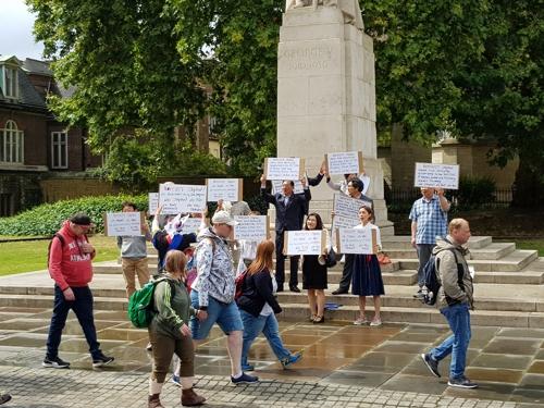 해외서도 '노 재팬'…런던 한인들, 의사당 인근서 日 규탄 집회