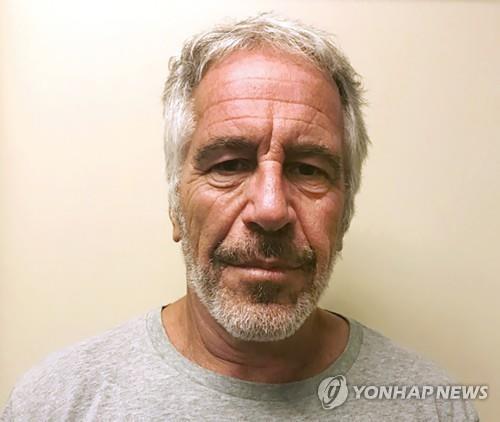 """英앤드루 왕자 또 추문…""""미스 러시아와 엡스타인 전용기 동승"""""""