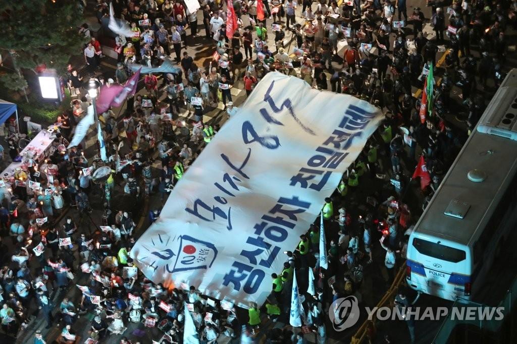 74주년 광복절, `NO 아베` 물결 계속된다…광화문서 10만명 촛불문화제