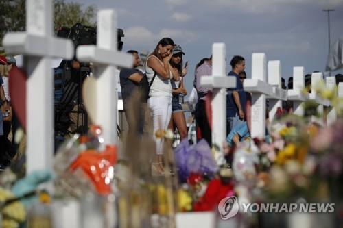 손녀 구한 할아버지, 아이들 살린 군인…美총격현장 영웅들