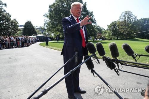 """트럼프, 한일갈등에 """"매우 곤란한 입장…한국과 일본 잘 지내야"""""""