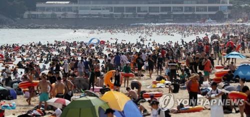 막바지 피서 절정…부산 해수욕장에 170만 인파 몰려
