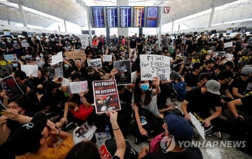"""中 """"중대한 순간 철권 단속""""…홍콩시위 무력개입 임박 시사"""