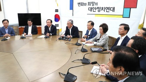 '두 쪽' 평화당, 첫날부터 기싸움 팽팽…중립파 3인 거취 '촉각'