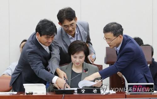 """교육위로 번진 '조국 딸 논란'…野 """"교육부, 감사 착수해야"""""""