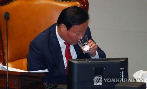 """예결위로 번진 '조국 공방'…野 """"조국 딸 '입시부정' 의혹"""" 맹공"""