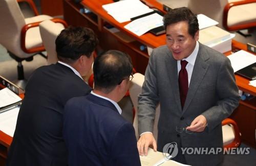 """이총리 """"민간택지 분양가 상한제, 부동산시장 봐가면서 실시"""""""