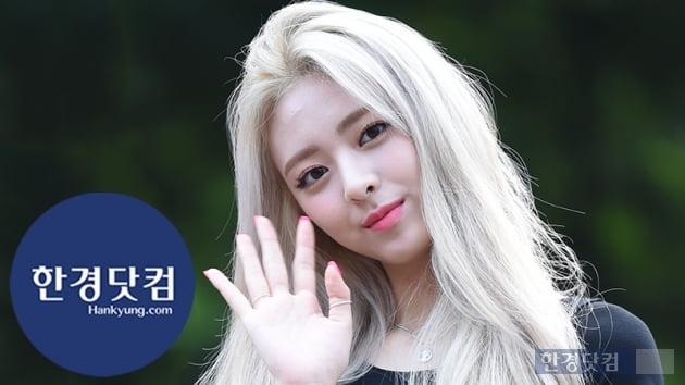 HK영상|ITZY 유나, 치명적인 아름다움 과시…'인형이 살아 움직이네~' (뮤직뱅크 출근길)