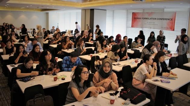 코스맥스가 인도네시아에서 신할랄법에 맞춘 신제품을 선보였다. (사진 = 코스맥스)