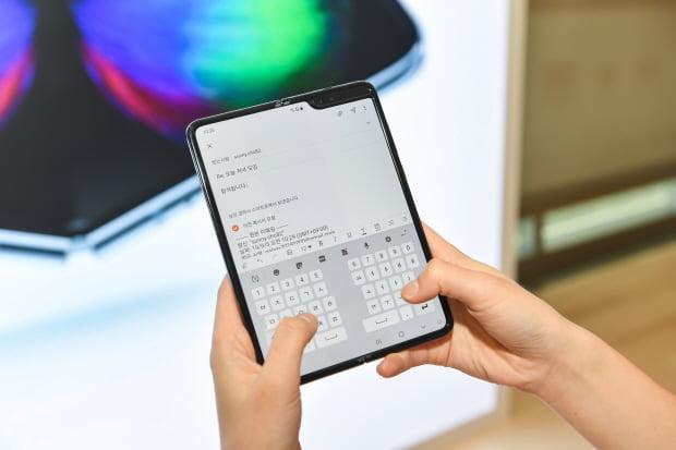 삼성전자는 오는 6일 폴더블폰 '갤럭시 폴드 5G'를 공식 출시한다고 5일 발표했다. /삼성전자 제공