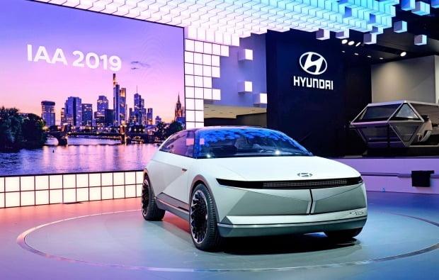 현대자동차가 독일 프랑크푸르트 모터쇼에서 EV 콘셉트카 45를 공개했다. 사진=현대자동차
