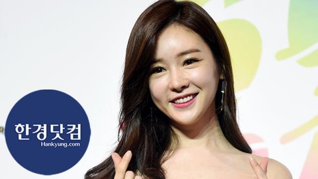 HK직캠|공서영, 반짝반짝 우아한 드레스 입고…'우월한 비율 뽐내며 등장'