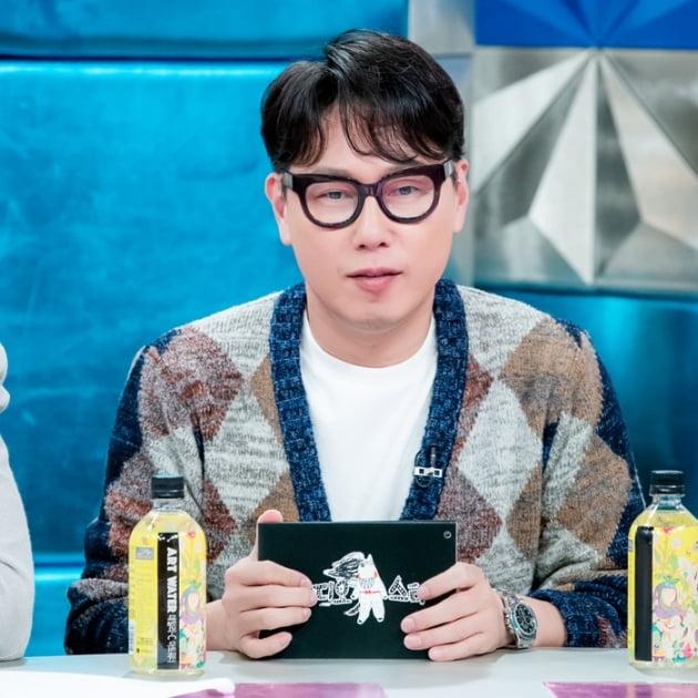 윤종신은 고별 방송서 마지막까지 웃으며 인사를 건넸다. /사진=MBC '라디오스타'