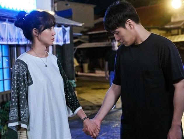 '동백꽃 필 무렵, '시크릿 부티끄'·'달리는 조사관' 제치고 수목극 1위 한 비결