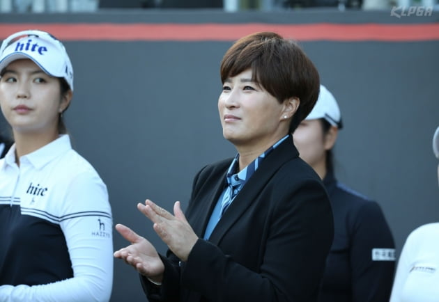 [포토] 경기 지켜보는 박세리