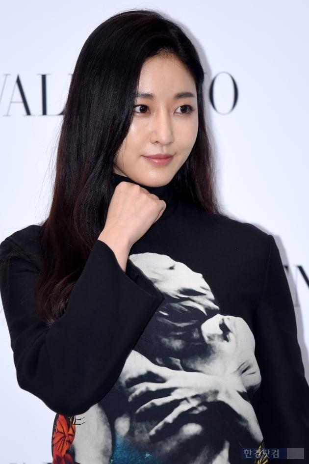HK직캠|김사랑, 블랙을 입어도 돋보이는 그녀…'감탄 절로 나는 아름다움~'