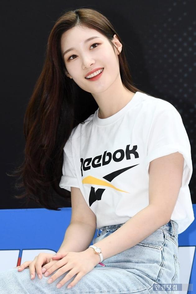 HK직캠|다이아 정채연, 눈부시게 아름다워…'오늘도 미모는 열일중'