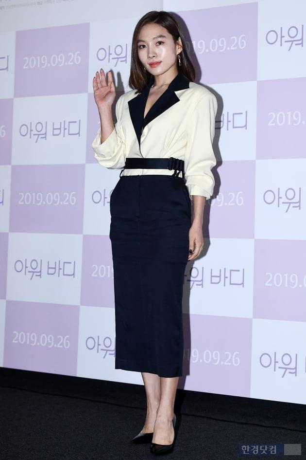 [포토] 최희서, '우아한 손인사~'