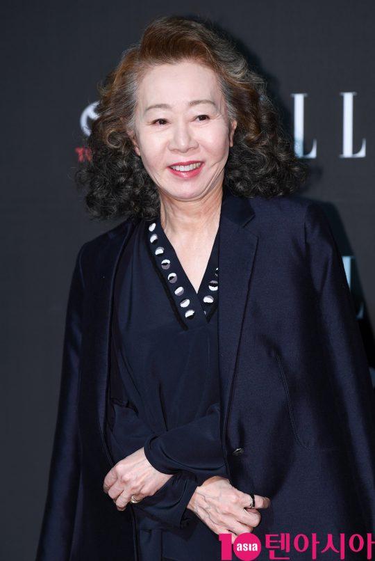 배우 윤여정이 2일 오후 서울 강남구 신사동 K현대미술관에서 열린 엘르 스타일 어워즈에 참석하고 있다.