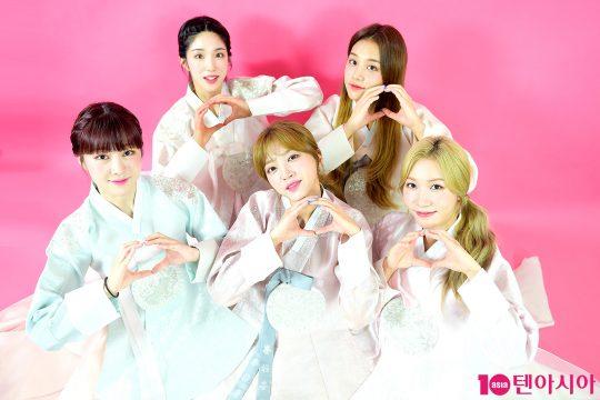 그룹 라붐의 지엔(뒷줄 왼쪽부터 시계방향), 솔빈, 소연, 해인, 유정. / 서예진 기자 yejin@