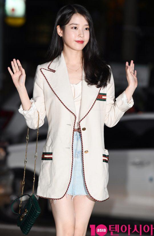배우 이지은이 1일 오후 서울 여의도 한 음식점에서 열린 tvN 토일드라마 '호텔 델루나' 종방연에 참석하고 있다.