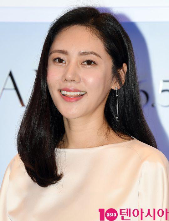 배우 추자현이 3일 오후 서울 중구 신세계 면세점 명동점에서 열린 VANT 36.5 브랜드 입점 기념 행사에 참석하고 있다.