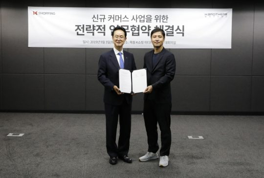 KTH 김철수 대표(왼쪽)과 화이브라더스코리아 지승범 대표(오른쪽). / 제공=화이브라더스코리아