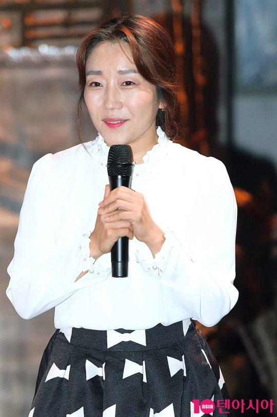 홍루현 작가