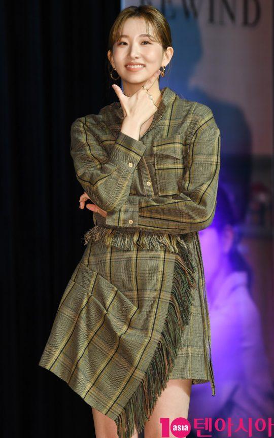 가수 케이시가 5일 오후 서울 청담동 일지아트홀에서 열린 두 번째 미니앨범 '리와인드(Rewind)' 발매 기념 쇼케이스에 참석하고 있다.