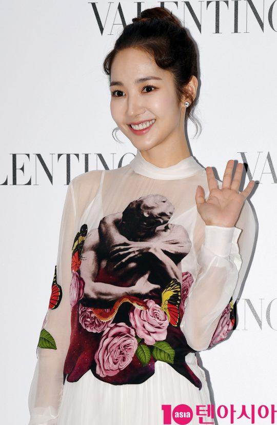 배우 박민영이 5일 오후 서울 성동구 피어59스튜디오에서 열린 발렌티노의 포토콜 행사에 참석하고 있다.