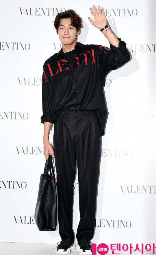 배우 김영광이 5일 오후 서울 성동구 피어59스튜디오에서 열린 발렌티노의 포토콜 행사에 참석하고 있다.