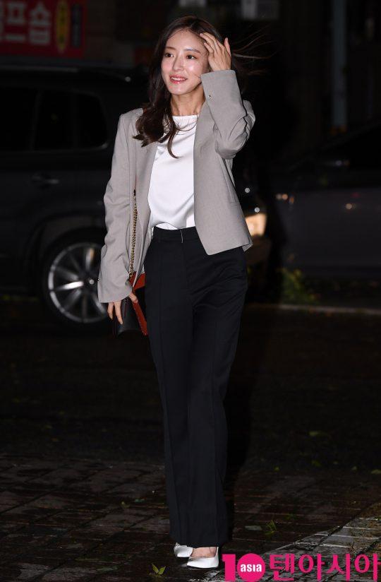 배우 이세영이 7일 오후 서울 여의도 한 음식점에서 열린 SBS 금토드라마 '의사 요한' 종방연에 참석하고 있다.