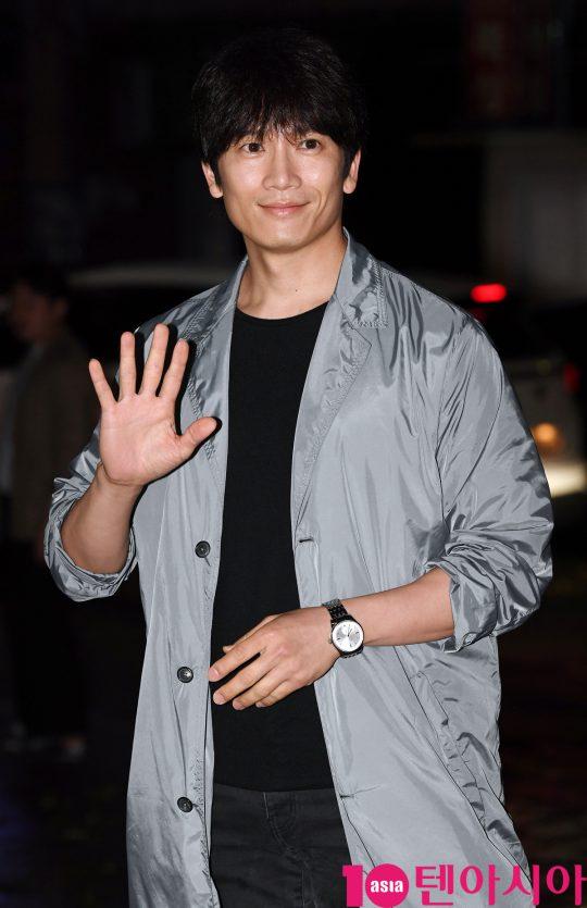 배우 지성이 7일 오후 서울 여의도 한 음식점에서 열린 SBS 금토드라마 '의사 요한' 종방연에 참석하고 있다.