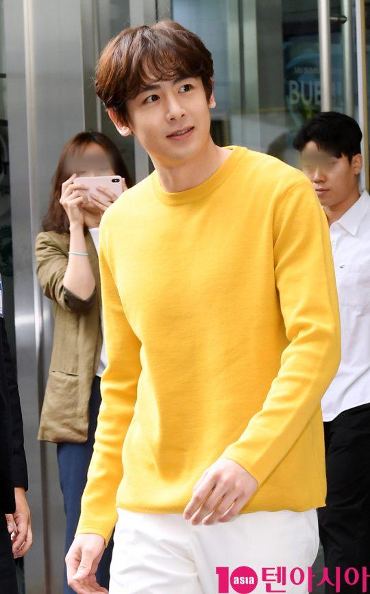 그룹 2PM의 닉쿤이 10일 오전 서울 상암동 맥도날드 상암DMC점 앞에서 열린 맥도날드 콘파이 출시행사에 참석하고 있다.