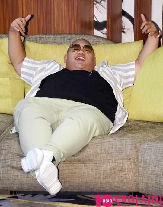 영화 '스파이더맨: 파 프롬 홈'에서 스파이더맨의 절친인 네드 역을 연기한 제이콥 배덜런이 11일 서울 여의도 콘래드호텔에서 가진 인터뷰에서 유쾌한 포즈로 웃음을 자아냈다. /조준원 기자 wizard333@