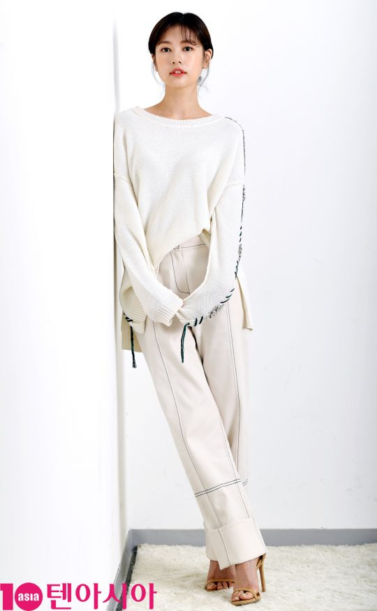 SBS예능 '리틀 포레스트'에 출연 중인 배우 정소민이 서울 중구 청파로 한경텐아시아 스튜디오를 찾았다.