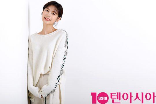 SBS예능 '리틀 포레스트' 에서 출연중인 배우 정소민이 서울 중구 청파로 한경텐아시아 스튜디오에서 인터뷰를 갖고 있다.