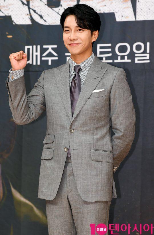 배우 이승기가 16일 오후 서울 양천구 목동 SBS 사옥에서 열린 SBS 금토드라마 '배가본드' 제작발표회에 참석하고 있다.