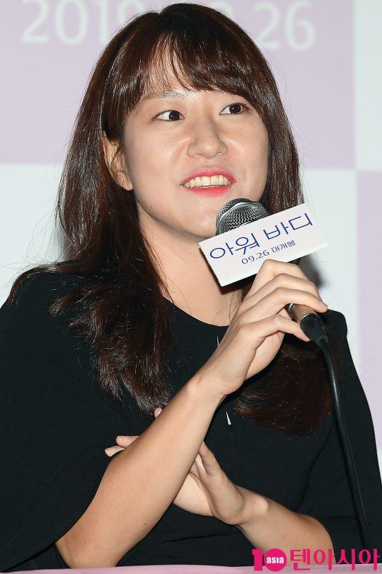 한가람 감독이 17일 오후 서울 CGV용산 아이파크몰에서 열린 영화 '아워 바디' 언론시사회에 참석해 인사말을 하고 있다./ 이승현 기자 lsh87@