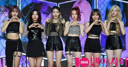 걸그룹 ANS(에이앤에스)(달린, 비안, 담이, 로연, 리나, 라온)가 17일 오후 서울 강남구 청담동 일지아트홀에서 열린 데뷔 앨범 'BOOM BOOM' 쇼케이스에 참석하고 있다.