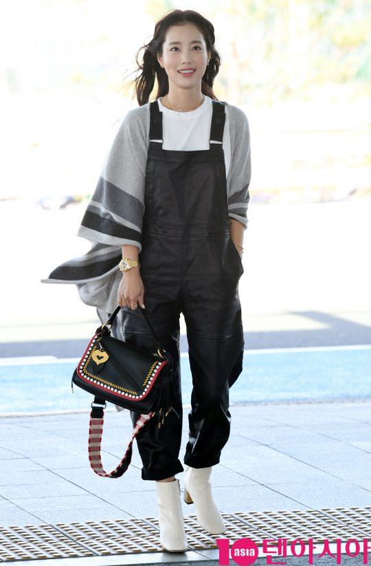 배우 기은세가 18일 오후 패션쇼 참석차 인천국제공항을 통해 밀라노로 출국하고 있다.