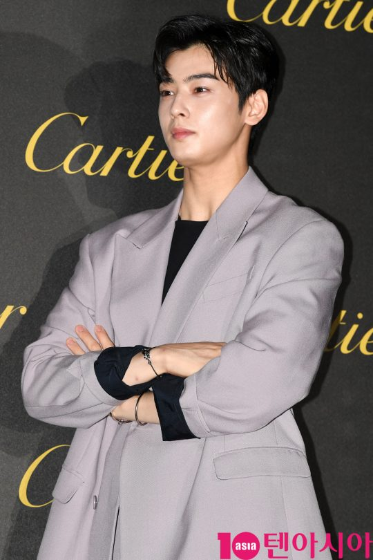아스트로 차은우가 19일 오후 서울 성동구 에스팩토리에서 열린 까르띠에 '저스트 앵 끌루' 파티에 참석하고 있다.