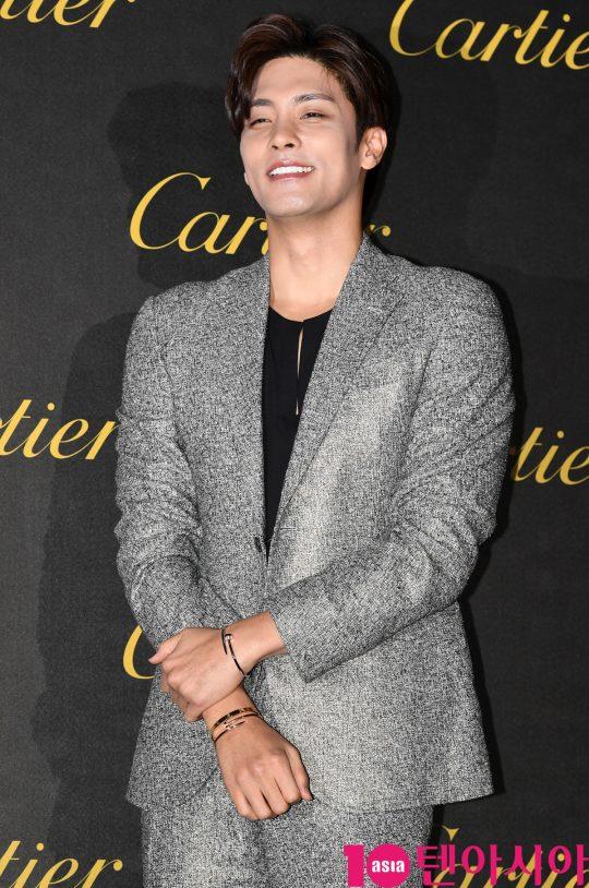 배우 성훈이 19일 오후 서울 성동구 에스팩토리에서 열린 까르띠에 '저스트 앵 끌루' 파티에 참석하고 있다.