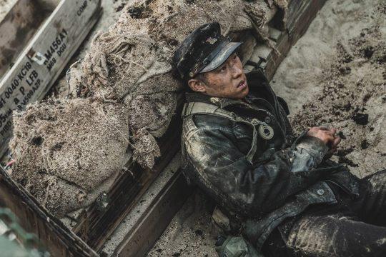 영화 '장사리: 잊혀진 영웅들'의 한 장면. /사진제공=워너브러더스 코리아