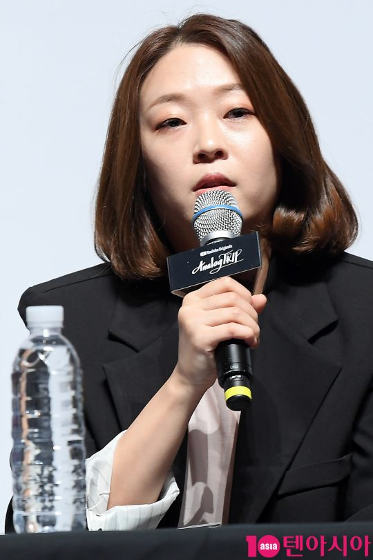 김지선 PD가 27일 오전 서울 삼성동 SM 코엑스 아티움에서 열린 유튜브 오리지널 'Analog Trip(아날로그 트립' 기자간담회에 참석해 인사말을 하고 있다.